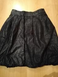 Ženska odeća | Nova Pazova: Nova ni jednom obucena suknja. Dubok struk, stoji pufnasto. Nosi se da