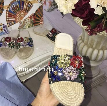 сандалии 27 размер в Кыргызстан: Продаю очень крутые шлепки в камушках размер 37, всего пару раз