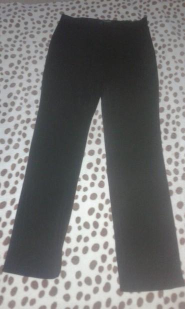 Crne-pantalone-sa-dzepovima - Srbija: Pantalone crne