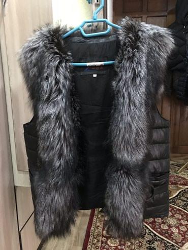 жилетка натуральный мех в Кыргызстан: Меховая пуховая жилетка,мех целиком по длине(чернобурка),48 размер,вну
