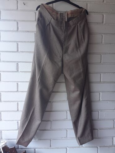 Pantalone lepog materijala ne guzvaju se velicina 48
