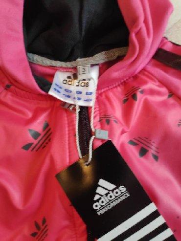 Dečija odeća i obuća - Trstenik: Adidas dečja trenerka sa etiketom Vel 3