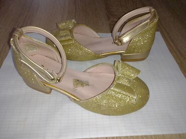 Pre cipelice broj - Srbija: Zlatne cipelice, malo koriscene broj 29.Prelepe zlatne cipelice sa