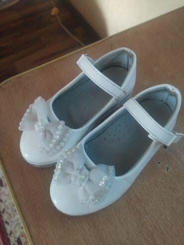 Продаю туфли на девочку состояние хорошее 10-9