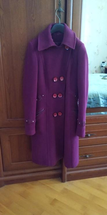 Кашемировые пальто цвета баклажан.стильное.в отличном состоянии.размер