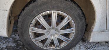 железные диски r15 в Кыргызстан: Продаю железные диски с зимней бодрой, жирной резиной от тойоты
