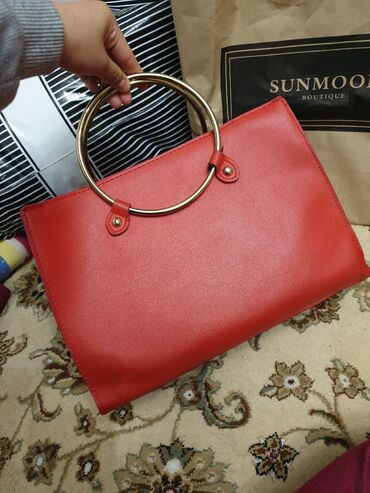 сумка-жен в Кыргызстан: Продаю женскую красную сумку за 300 с. Сумку покупала год назад. Абсол