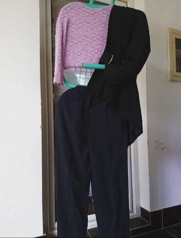 Sako-i-pantalone - Srbija: Majica:Veličina: SCena 300 dinSako:Veličina: SCena 400