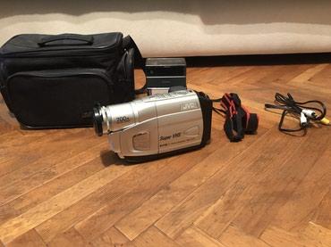 Продаю видео камеру JVC в отличном в Bakı