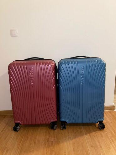 Oze i posebno jedna - Srbija: Novi veliki koferi u plavoj i rozoj boji. Dimenzije 68x46x30