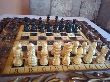 Шахматы - Бишкек: Продаю шахматы (+нарды в комплекте)в отличном состоянии. Ни трещин ни