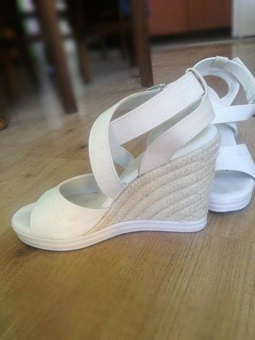 Ženska obuća | Jagodina: Bele štikle na platformu za 1500 din. Nisu nošene,samo su probane