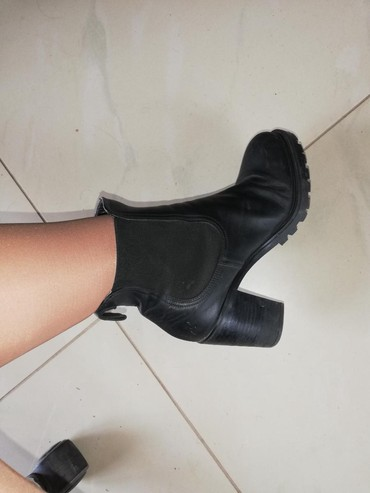 Ženska obuća | Batocina: Deep kozne cizme broj 39. Izuzetno kvalitetne i udobne. Malo nosene