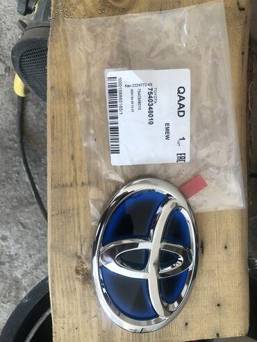 Продаю эмблема Toyota Prius задний оригинал