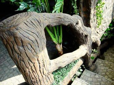 Bakı şəhərində Ağac budaqları formasında perillalar və kiçik dekorativ körpü