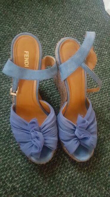 Ženska obuća | Vrnjacka Banja: Izuzetno kvalitetne kupljene u Italiji firmirane marke Fendi BR 39