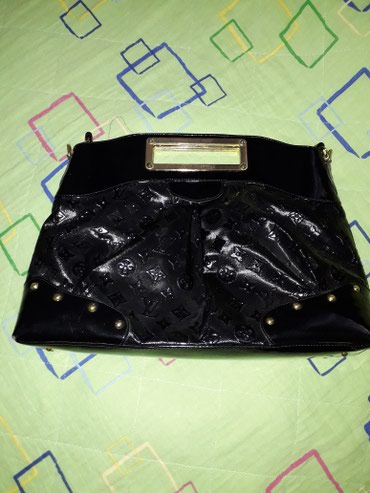 Ostalo | Kraljevo: Crna lakovana elegantna torba