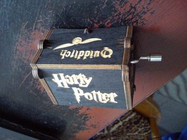 Hari Poter muzicka kutija Harry Potter- NovoKutija je drvena sa znakom