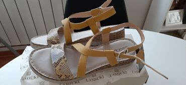 Prakticna torba u - Srbija: Nove kožne sandale kupljene u CCC marka Lasocki
