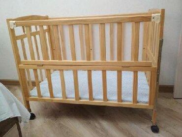 Детская кроватка - манеж на колесиках, в отличном состоянии.Цена 3000