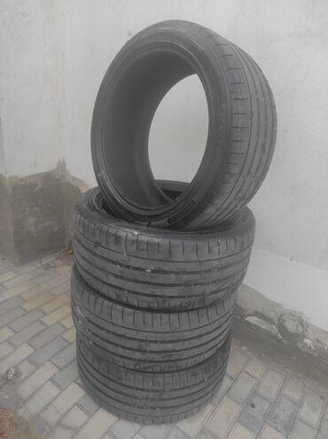 295/40/R21 Dunlop. tekerler yaxshi veziyetdedir. Kesik, shishka, yamag
