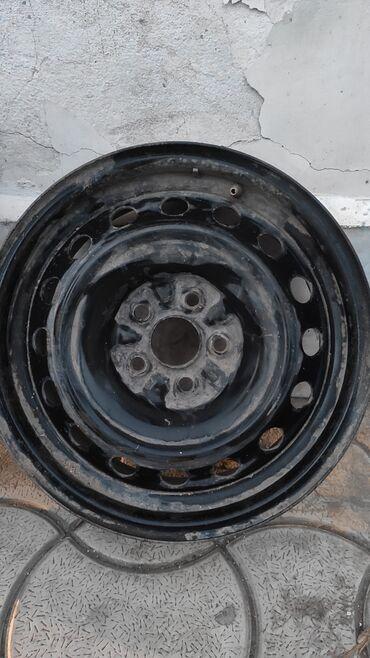 Диски с резиной для Toyota У дисков отличное состояние. Резина средняя