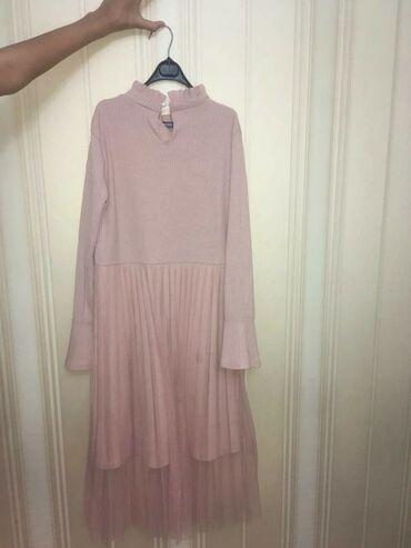 Нарядное платье в идеальном состоянии,в наличии есть ремень.на фото