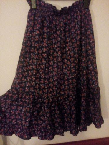 Suknja svilena sa karnerom, velicina L. Ocuvana, kao nova, bez - Crvenka