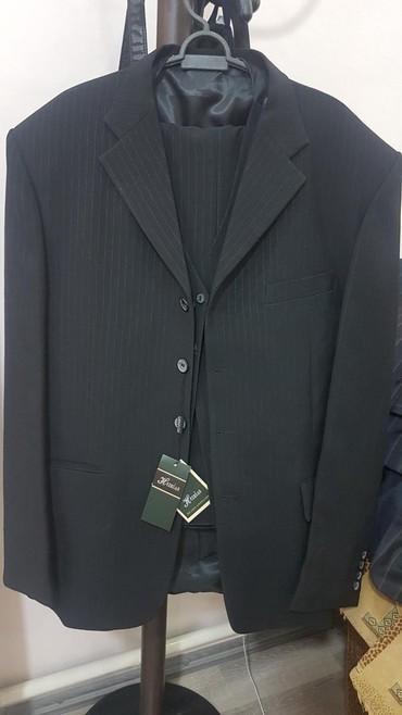 Костюмы - Кок-Ой: Продаю мужской костюм тройка,черного цвета в тонкую полоску,52 размера