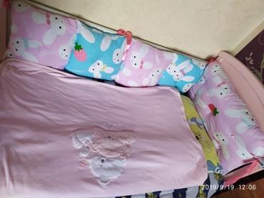 Кроватка детская в отличном состоянии.есть люлька качалка маленькая,2
