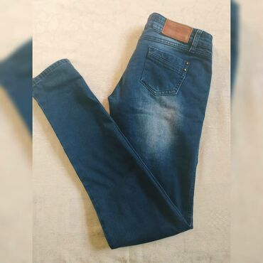 Джинсы Темного синего цвета,почти новый (носили 2-3 раза ) Низкая