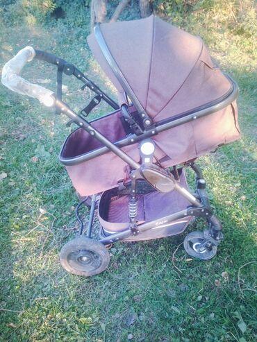 Продаю коляску трансформер в отличном состоянии . Легко складывается