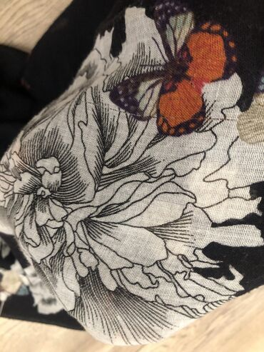 Тонкий шарф на весну MEXX