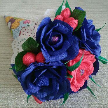 Букет из роз в конусе 10манат в наличии. В составе конфеты Трюфель