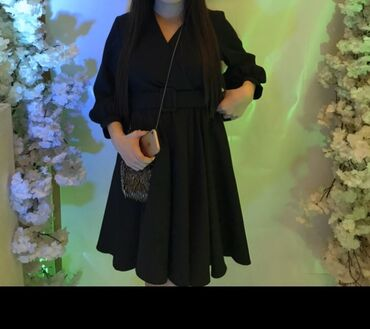 слип без рукавов в Кыргызстан: Срочно! Продаётся минималистично чёрное платье на запах и с ремешком.Р