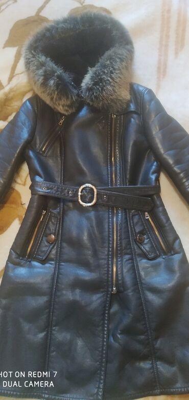 жён куртка в Кыргызстан: Продаю дублёнку б/у, кож. зам, цвет чёрный, с капюшоном, мех чернобурк