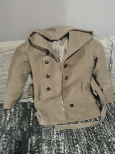 Ženski kaput u odličnom stanju,potrebno je samo ušiti dugme koje je u