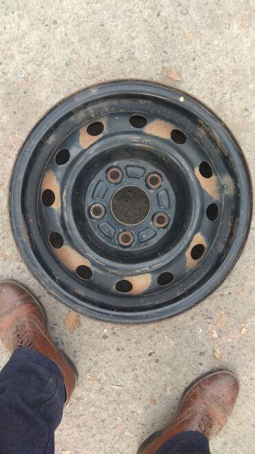 диски на авто r14 в Кыргызстан: Диски 4 шт комплект. 14 размер, 5 дырок, R14, в отличном состоянии, Ок