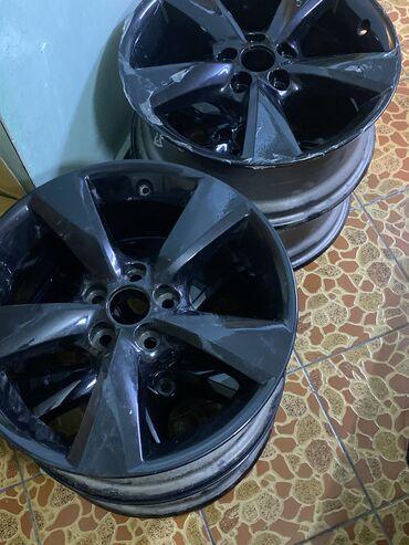 шины r18 в Кыргызстан: Диски r18 lexus rx оригинал заводские, все болты и колпачки в