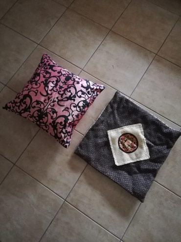 Jastuce + dve jastucnice. - Jagodina