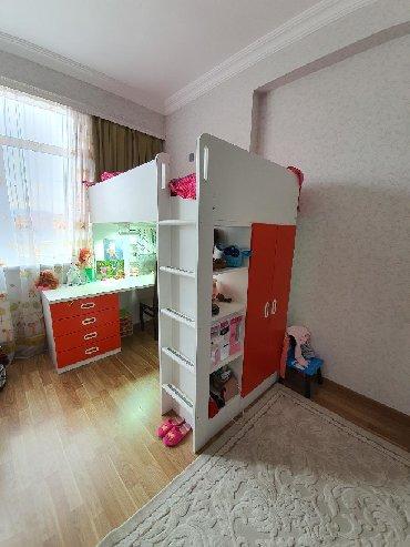 шкаф в зал в Азербайджан: Кровать, шкаф, стол новое (цена за одну кровать) одна кровать красная