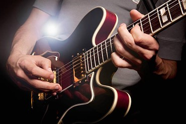 Gitara kursu● Kurslar 0-dan başlayanlar və artıq ifa etməyi bacaranlar