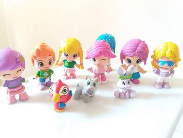 Παιδικά αντικείμενα - Ελλαδα: Pinypon 7 φιγουρες, 3 ζωακια και λοιπα αξεσουαρ σε χαρτινο σπιτακι-