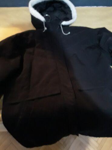Benetton jakna - Pozarevac: Zimska jakna kratko nosena,prodajem je jer mi je mala,dimenzije jakne