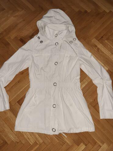 Tanka jaknica za prolece i jesen,u dobrom stanju.Velicina S-36 moze i