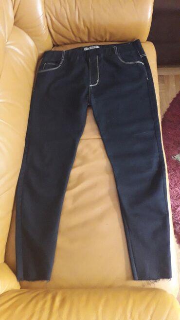 Ženska odeća | Pozarevac: Crne farmerke, kao nove.Velicina je 30/31, 2% elastina.Jako se