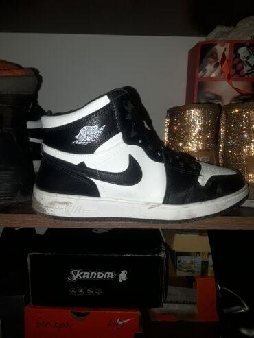 Nike air Jordan реплика брал за 1800. Размер 41 маломерят.Цена