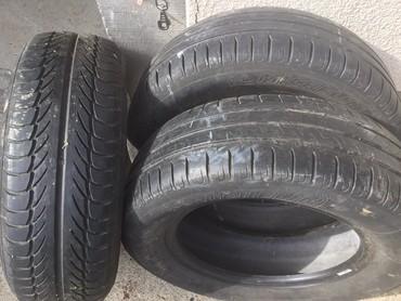 Vozila | Sopot: Tri gume dve Michelin i jedna Barum 195/65 15 5mm sara