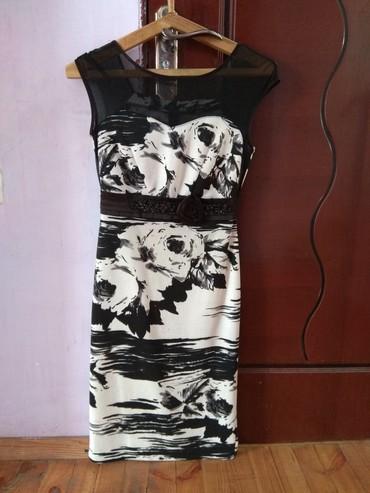 Платье ниже колен. пояс украшен в Бишкек