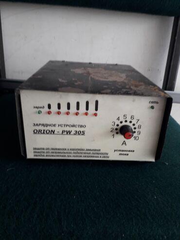 Зарядное устройство аккумулятора, советского производства в рабочем